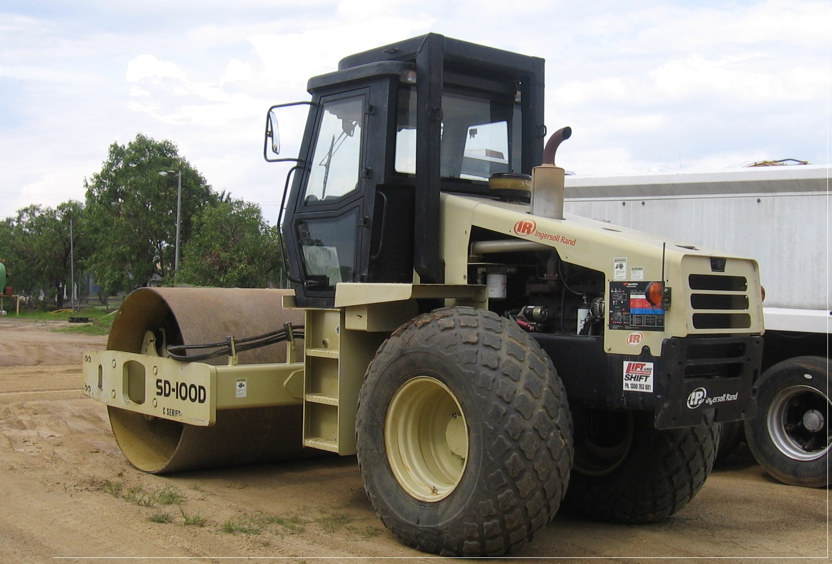 2002 Ingersoll Rand Roller (Smooth/Padfoot)