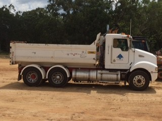 2005 Kenworth T350 Tandem Tipper 14000 ltr water tank Adapted to carry a Dog Trailer