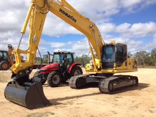 2013 Komatsu PC200-8 Excavator with 450mm bucket, 600mm bucket, 1200mm bucket, Tilting mud bucket 1800mm, Ripper, Trench Compactor, Quick  Hitch